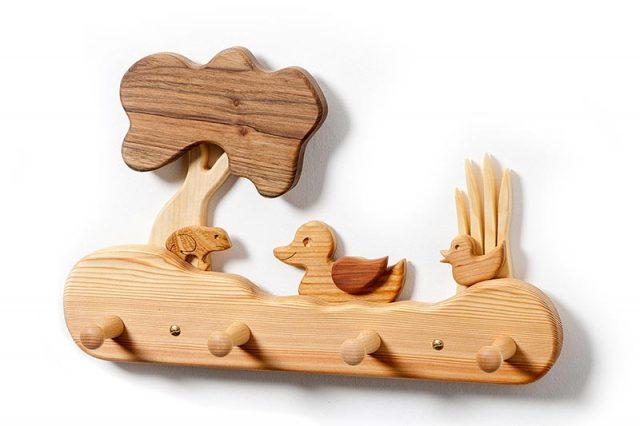 Kinder-Holz-Garderobe Leben am Teich